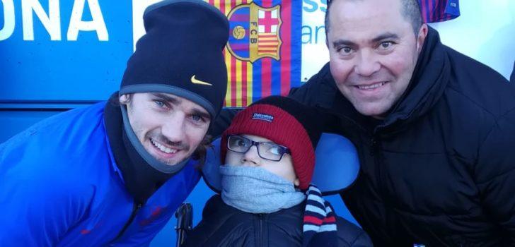 Vint-i-cinc infants i joves amb paràlisi cerebral i pluridiscapacitat gaudeixen de l'entrenament obert del F.C. Barcelona